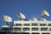 Anteny satelitarne użyte do nadania — Zdjęcie stockowe