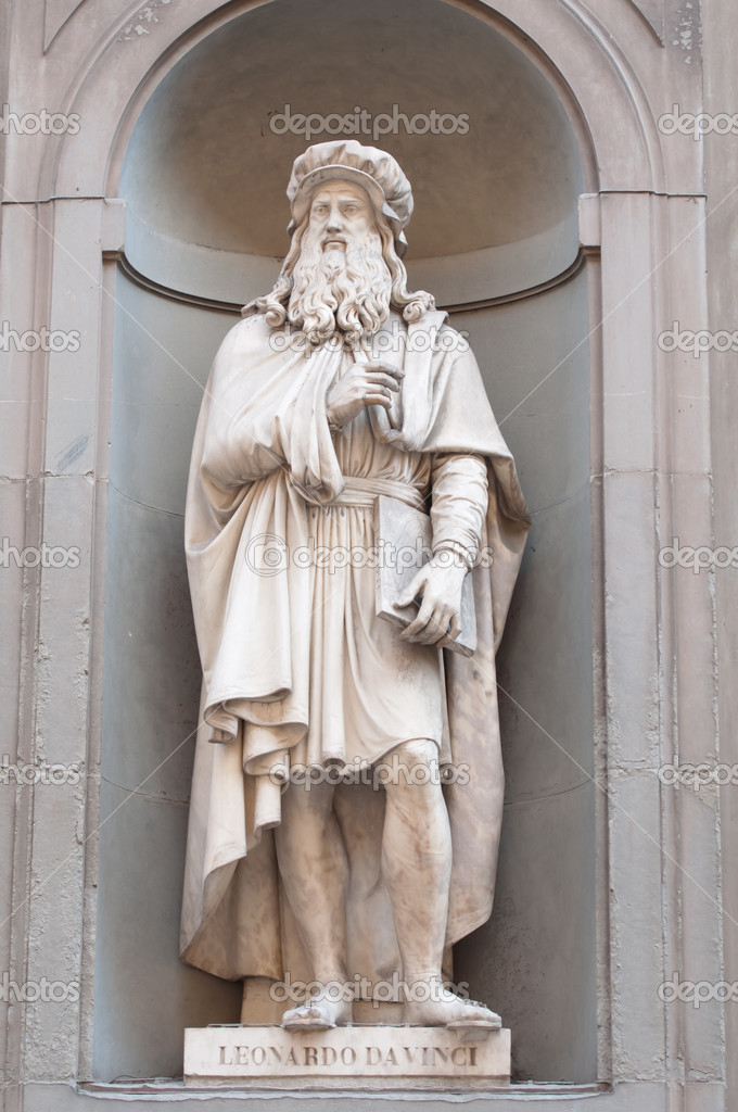 Leonardo da Vinci in Florence Italy — Stock Photo #11059939