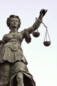 Socha spravedlnosti lady v německém frankfurtu — Stock fotografie