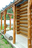 Pared de madera. parte de la cabaña de troncos. — Foto de Stock