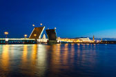 Evening view of Palace Bridge, st. Petersburg — Stock Photo