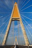 Kabel bron mot blå himmel — Stockfoto