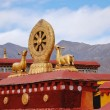Tibetan rooftop statues — Stock Photo