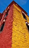 Barevné tibetské budova — Stock fotografie
