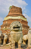 Ruins lion statue — Stock Photo