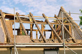 Dachstuhl abbrechen - roof truss demolish 07 — Stock Photo