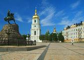 聖ソフィア大聖堂と記念碑キエフのボグダン ・ フメリニツキー — ストック写真