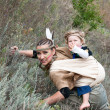 Red Indian girl in the image with your kid to hunt for prey — Stock Photo