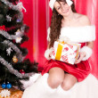 Girl gets a Christmas present — Stockfoto