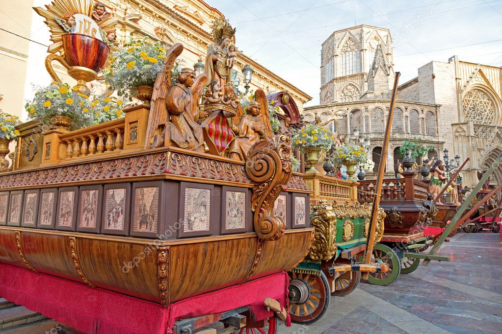 Traditional vintage Corpus Christi Carriages in valencia — Stock Photo #11514878