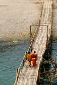 A couple of young Monks on a bridge, in Luang Prabang, Laos — Stock Photo