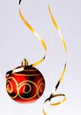 Röd jul boll och band — Stockfoto
