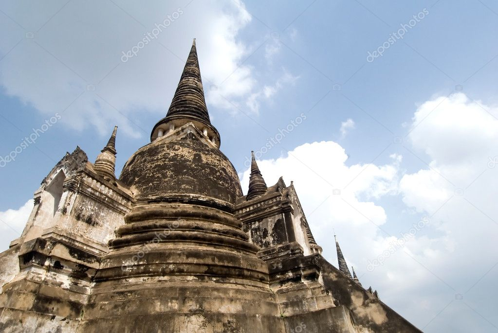This image shows  Royal Chedi - Ayuthaya, Thailand — Stock Photo #11001441