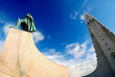 Hallgrimskirkja Church and Statue- Reykjavik, Iceland — Stock Photo