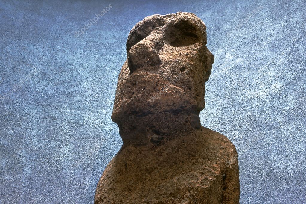 This image shows a Moai Head — Stock Photo #11088296