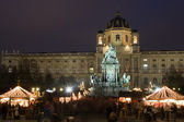 Vienna - Maria Theresia square by christmas market — Stock Photo