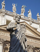 Rome - st. Peter s statue for st. Peter s basilica — Stock Photo
