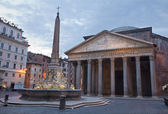 Rome - fountain from Piazza della Rotonda and Pantheon in morning — Stock Photo