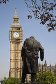 London - Winston Churchill memorial and Big Ben — Stock Photo