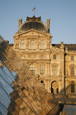 PARIS,FRANCE - June 16: The large pyramid in Louvre and facade of Pavillon Sully in sunset light on June 16, 2011 in Paris. Pavillon Sully was built between 1624 and 1654 under King Louis XIV. — Stock Photo