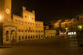 Siena - Town-hall and Piazza del Campo in the night — Stock Photo