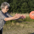 Grandmother at play with the ball — 图库照片