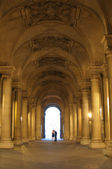 Paris - Louvre corridor and pair — Stock Photo