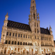 Brussels - The main square and Town hall in evening. UNESCO World Heritage Site. - Foto de Stock