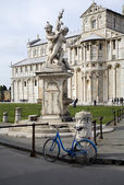 Pisa - fountain and Santa Maria Assunta cathedral — Stok fotoğraf