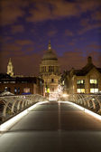 London - st. Paus s cathedral and modern bridge in morning — Stock Photo