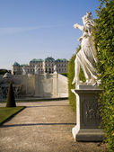 Vienna - Belvedere palace and statue in park — Stock Photo