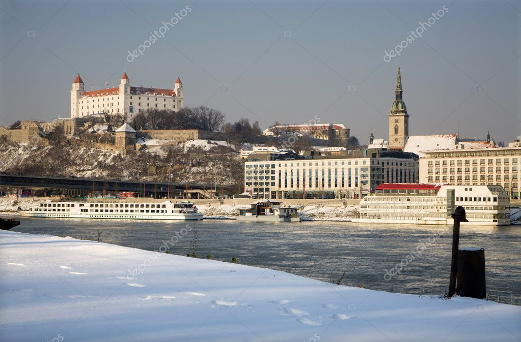 Bratislava  in winter - castle and cathedral and Danube — Stock Photo #12112697