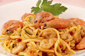 Fettuccine seas and mountains, with shrimp and zucchini... — Stock Photo