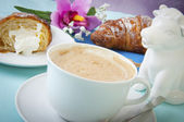 Cappuccino and croissants — Stock Photo