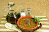 在兵马俑 con olio d'oliva minestra di 小 con contenitore — 图库照片