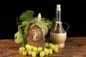 In oak casks with vines and grapes white and black — Stock Photo