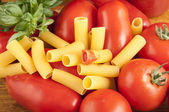 Roman and San Marzano tomatoes to make the past — Stock Photo