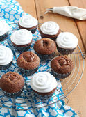 Chocolate cupcakes with cream frosting — Stock Photo