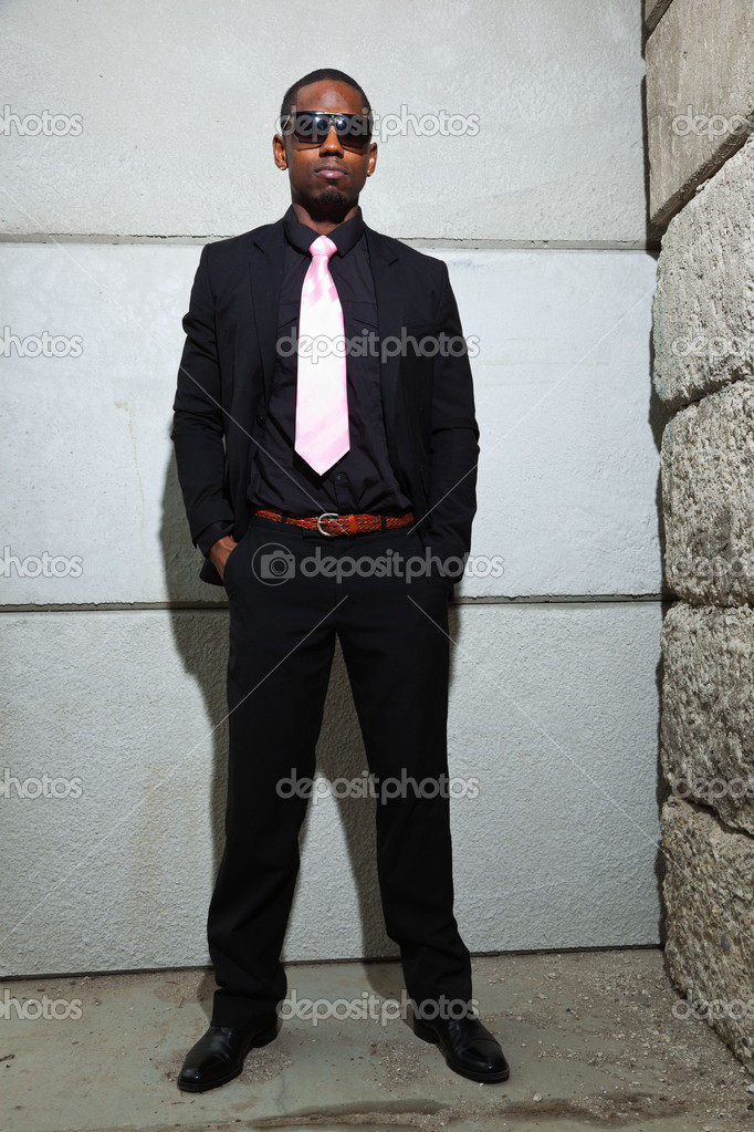 Cool black american man in dark suit wearing sunglasses. Fashion shot in urban setting. — Stock Photo #11644841