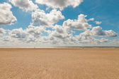 Coastal landscape with blue cloudy sky on summers day. Dutch north sea. IJmuiden. The Netherlands. Seascape. — Foto Stock