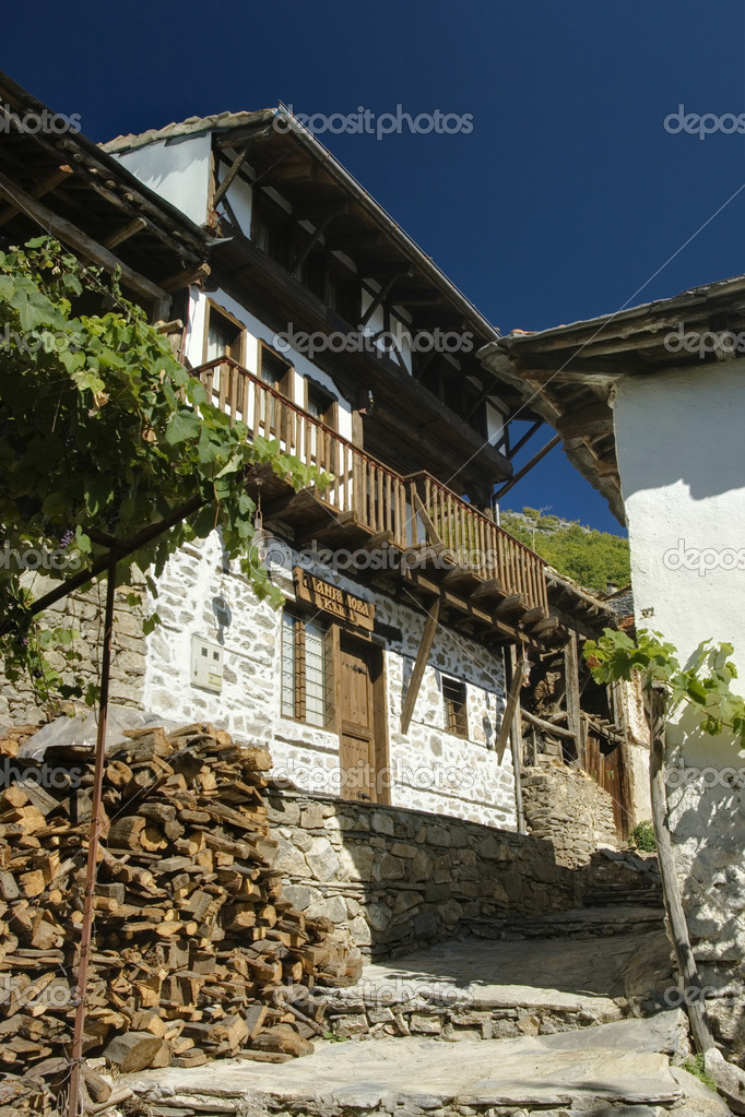 Delchevo village, Gotze Delchev region, old Bulgarian architecture — Stock Photo #11606264