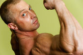 Man bodybuilder — Stock Photo