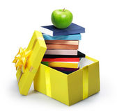 öppna gul presentask, trave böcker — Stockfoto