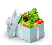 Abra a caixa de presente com legumes — Foto Stock