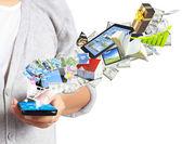 Mobiele telefoon in de hand — Stockfoto