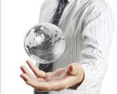 Earth globe in his hands — ストック写真