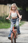 Young girl rides her bicycle — Stock Photo