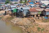 在金边,柬埔寨的穷人区 — 图库照片