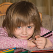 Foto Stock: Little girl drawing with pencils