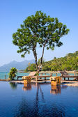 Swimming pool by the sea in Thailand — Stockfoto